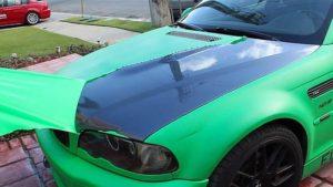 Coche pintado con pintura removible PlastiDip en color verde