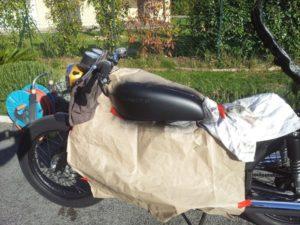 Depósito Moto clásica pintado con PlastiDip negro mate en spray